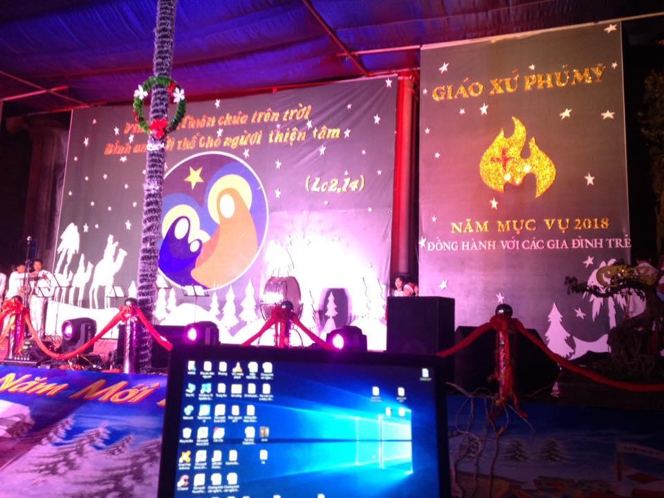 Phông sân khấu Giáng Sinh - Giáo xứ Phú Mỹ
