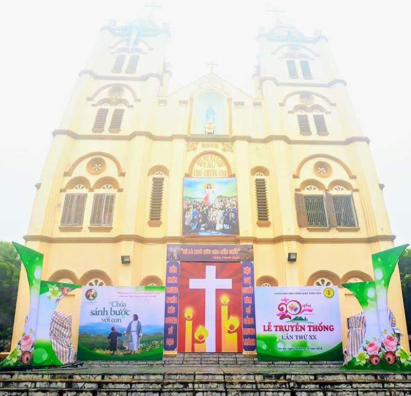 Giuseart.com-Phông-sân-khấu-Lễ-Bổn-Mạng-SVCG-Xuân-Hòa